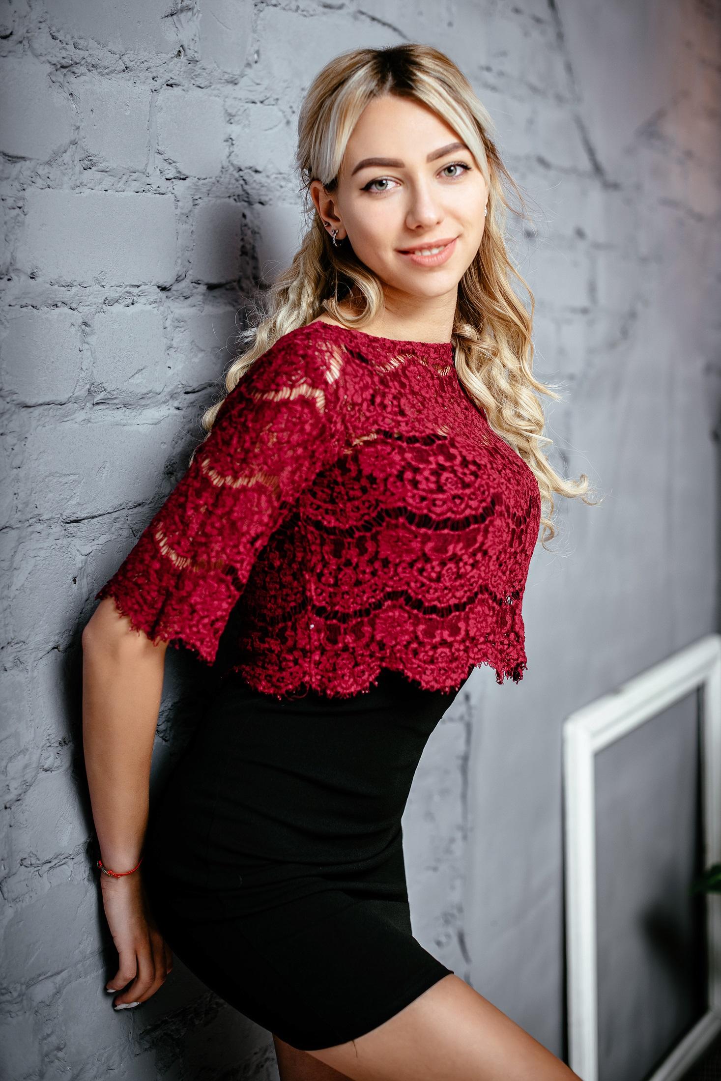 Julia, Ukraine bride for romantic
